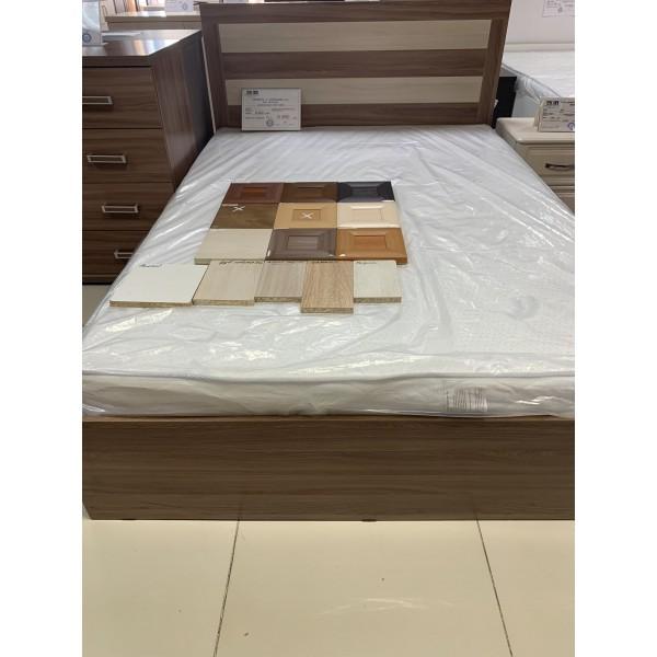 Кровать с планками №2